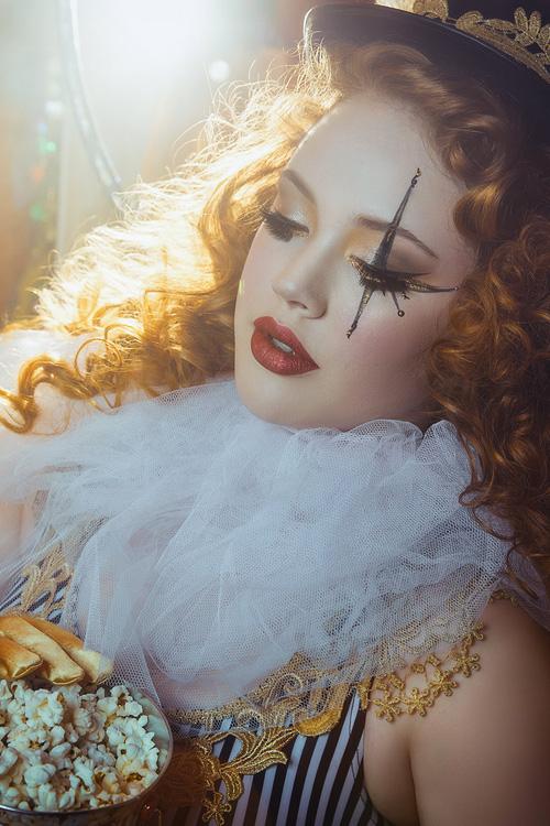 Lyonel-de-Produkt-Circus-Burlesque
